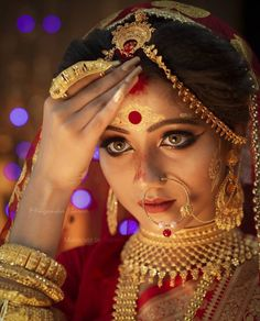 Bengali Bridal Makeup, Bridal Makeup Looks, Bridal Looks, Pakistani Fashion Party Wear, Indian Bridal Fashion, Bengali Bride, Bengali Wedding, Bridal Photoshoot, Bridal Shoot