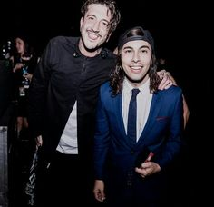 Austin Carlile and Vic Fuentes at the 2016 APMAS..i love this picture so much❤❤
