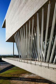 Gallery of Cidade Das Artes / Christian de Portzamparc - 18 Organic Architecture, Facade Architecture, Amazing Architecture, Contemporary Architecture, Christian De Portzamparc, Concrete Structure, Build Your Dream Home, Modern Exterior, Architect Design