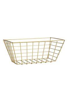 Металлическая корзинка: Маленькая плетеная корзинка из металла. Размер 10,5x16x24,5 см.