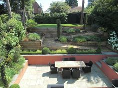 Contemporary Sloping Garden Design, Gerrards Cross : Modern garden by Linsey Evans Garden Design