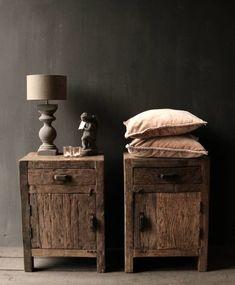 Oud driftwood houten kastje oftewel nachtkastje Table Legs, Wabi Sabi, Home Bedroom, Wood Furniture, Nightstand, Sweet Home, New Homes, Indoor, House Design