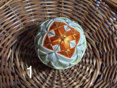 Dekorácie - vianočné patchworkové gule smotanovo-oranžové so zlatým lemom - 7149069_