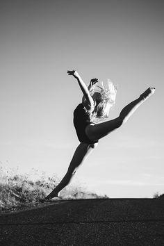 Taesha Peirsol, dance photography, dancing, ballet, senior photo ideas, senior pictures, girl senior photo, casual chic photo, senior photography ideas