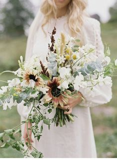Dreamy Charles Town Elopement by Julie Cate Photography Modern Wedding Flowers, Bridal Flowers, Floral Wedding, Fall Bouquets, Bride Bouquets, Bouquet Champetre, Ethereal Wedding, Wedding Beauty, Beautiful Bride