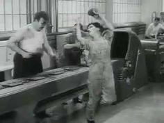 """Charlie Chaplin - Tempos modernos (1936). O filme é considerado uma forte crítica ao capitalismo, militarismo, liberalismo, fordismo e muitos outros '""""ismos"""" da época."""