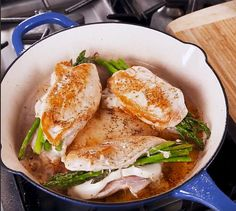 Poitrines de poulet farcies aux asperges et au fromage - Recettes - Ma Fourchette Thai Red Curry, Ethnic Recipes, Food, Cheese Stuffed Chicken, Stuffed Chicken Breasts, Cooking Food, Suppers, Recipes, Meals