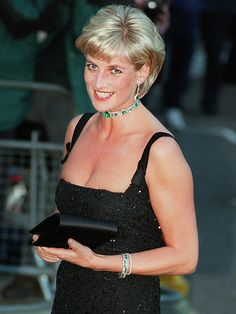 Dressing Diana: The style secrets of the late Princess of Wales. and how 10 of her most famous dresses fetched at auction Princess Diana Dresses, Princess Diana Photos, Princess Of Wales, Lady Diana Spencer, Kate Middleton, Prince William And Harry, Prince Harry, Prince Phillip, Diane
