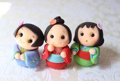 Kokeshi Dolls Cupcake Toppers. OMG! Não é a coisa mais fofa?
