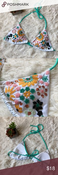 Victoria's Secret Beaded Triangle Bikini Top Victoria's Secret Beaded Triangle Bikini Top White with embroidery and beading Includes lining Like new condition, no flaws at all Victoria's Secret Swim Bikinis