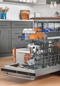 Every plate has its place. From wineglasses to stockpots, Electrolux dishwashers hold over 180 items with a versatile racking system.