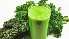 Alkalizing Kale Juice For cancer patients, and others with critical illness, juicing should be an essential part or your daily nutrition and healing journey. Keeping your body alkaline, as opposed to acidic, is a vital part of your sustained recovery… Kale Juice Recipes, Liver Cleanse Juice, Liver Detox, Jungle Juice, Juicing Benefits, Health Benefits, Toxic Foods, Juicing For Health, Juice Plus
