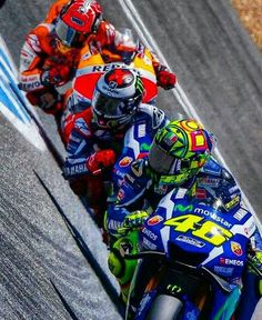 Dragging knee 3 Valentino Rossi my icon veteran! Yamaha Motorbikes, Yamaha Motorcycles, Foto Valentino Rossi, Ducati, Marc Marquez, Moto Wallpapers, Course Moto, Gp Moto, Motorcycle Suit