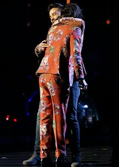 One Direction Performs 'History' On 'X Factor' Finals Before Their Break - Watch Now!: Photo One Direction share a massive hug on stage during the X Factor Finals at Wembley Arena on Sunday night (December in London, England. The guys -- Harry Styles,… Four One Direction, One Direction Pictures, Zayn Malik, Niall Horan, Liam Payne, Star Wars, Normal Guys, 1d And 5sos, Harry Edward Styles
