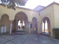 Patio interior de la Alcazaba de Málaga.  Con esta imagen se podría trabajar con el alumnado el tema del hogar, de cómo vivían las personas en el pasado, cómo vivimos ahora, qué diferencias hay entre las viviendas de ahora y las pasadas, etc.