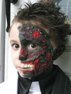 Make up with no bald cap or fake eye. Hair slicked back on good side. spiked up on burnt side Halloween 2016, Halloween Costumes, Two Face Costume, Homemade Costumes For Kids, Bald Cap, Fake Eye, Slick Hairstyles, Two Faces, Little Man