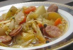 Potée au chou et à la saucisse légère,un délicieux plat complet à base de bon légumes facile à faire et idéal pour repas d''hiver.