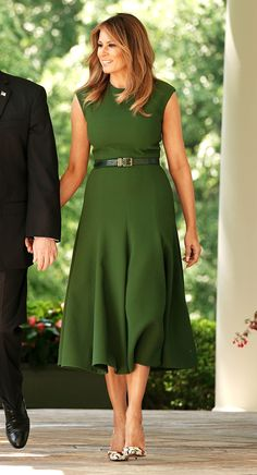 First Lady Melania Trump made an appearance in a Delpozo midi dress on Sunday, August 20 — see more of her most stylish looks here Milania Trump Style, Jessica Parker, Latest Outfits, Elegant Dresses, Classic Dresses, Classy Outfits, Designer, Ideias Fashion, Celebrity Style