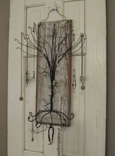 Love the tree, wouldn't hang it on the back of a door though: Primitive jewelry tree. Take one chippy old door panel.add a twisty wire tree.and you have a funky and functional jewelry holder for hanging on the wall. Jewellery Storage, Jewellery Display, Jewelry Organization, Handmade Jewellery, Wire Hanger Crafts, Wire Crafts, Jewelry Tree, Wire Jewelry, Hanging Jewelry
