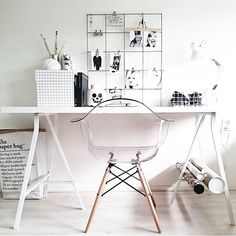 Love this workspace. Simple, stylish, organised! Seen on teleukhout.nl