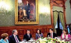 El presidente Enrique Peña Nieto, acompañado por la procuradora general de la República, Arely Gómez, se reunió en privado con los ministros de la Suprema Corte de Justicia de la Nación (SCJN) para analizar, entre otros temas, el fortalecimiento del Estado de derecho en el país. Ayer, el Jefe del Ejecutivo federal ofreció a […]