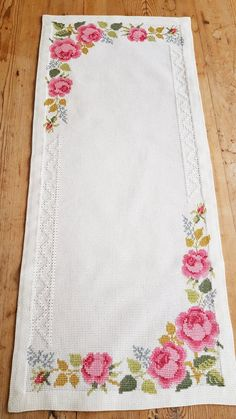 Beautiful floral rose embroidered tablerunner in good condition. The size is: 27 x 11 The material is cotton fabric, cottonthread Contact me if you have questions Thank you for visit my vintage shop:) Welcome to visit my new shop Ingsretrothings Cross Stitch Rose, Cross Stitch Flowers, Ribbon Embroidery, Cross Stitch Embroidery, Fabric Crafts, Sewing Crafts, Art Hama, Floral Tablecloth, Retro Floral