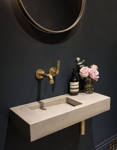 Our Flor Mini concrete basin in 'Ivory' looks stunning in contrast with this dark navy blue washroom interior and brass industrial tapware and accessories. Styling and interior design by House Curious. Small Downstairs Toilet, Small Toilet Room, Guest Toilet, Small Space Bathroom, Downstairs Bathroom, Small Cloakroom Basin, Small Basin, Concrete Basin, Concrete Bathroom