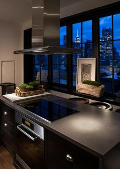 The only danger to chefs in this sleek kitchen is that they'll get distracted by the stunning New York City skyline views.