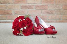 red bouquet & shoes    brandiwilliamsonphotography.com