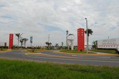 """Así luce la entrada principal del conjunto habitacional """"Arboledas San Miguel"""" ubicado en la carretera El Tejar - Moralillo kilómetro 1.9 de la ciudad de Medellín del Bravo"""