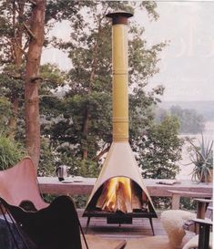 great outdoor fireplace.