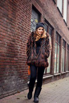 pino, h&m trend, h&m trend faux fur coat, ugg australia, ugg australia boots, beanie, all black, urban, winter 2015, februari 2015, zwarte blazer, fashion is a party outfit, fashion blogger
