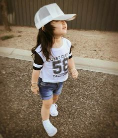 Now you are one of them to search girl dp Cute Kids Pics, Cute Baby Girl Pictures, Cute Baby Boy, Cute Girl Photo, Cute Little Girls Outfits, Dresses Kids Girl, Little Girl Fashion, Kids Outfits, Kids Fashion
