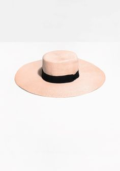 This chic, heavy-brimmed hat has a flat crown tip and is accented with a contrasting grossgrain ribbon.