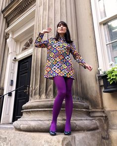 Colored Tights Outfit, Purple Tights, White Tights, Coloured Tights, Fashion Tights, Cozy Fashion, Fashion Outfits, Stockings Outfit, Pantyhose Outfits
