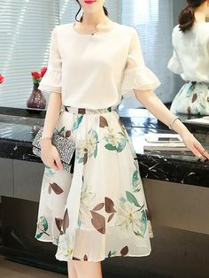 Two Piece Printed Sweet Bell Sleeve Floral Two Piece Outfits Stylish Dress Designs, Stylish Dresses, Elegant Dresses, Beautiful Dresses, Nice Dresses, Casual Dresses, Modest Outfits, Skirt Outfits, Modest Fashion