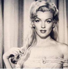 Norma Jean aka Marilyn Monroe, a vision of innocence Estilo Marilyn Monroe, Marilyn Monroe Fotos, Marilyn Monroe No Makeup, Norma Jean Marilyn Monroe, Vintage Hollywood, Hollywood Glamour, Classic Hollywood, Hollywood Usa, Divas
