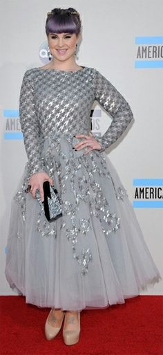 Guess how much the heels Kelly Osbourne wore to the AMA's last night are