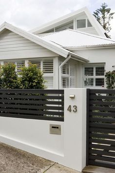 Do You Want Stunning Fence Design Ideas In Your Front Yard? If you need inspiration for the stunning front yard fence design ideas. Our team recommends some amazing designs that might be inspire you. enjoy it. Tor Design, Design Entrée, Facade Design, Exterior Design, Design Ideas, Modern Exterior, Wall Exterior, Design Concepts, Design Inspiration