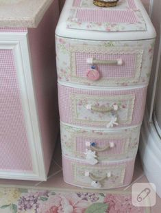 Sewing Storage Box Shabby Chic 29 Ideas For 2019 Shabby Chic Crafts, Shabby Chic Kitchen, Vintage Crafts, Shabby Chic Homes, Plastic Drawers, Plastic Bins, Upcycled Home Decor, Diy Home Decor, Craft Space