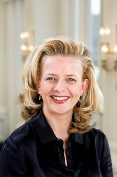 Her Highness Princess Mabel of Orange-Nassau, Countess of Orange-Nassau,  Mrs. van Amsberg.  Mabel Martine Wisse Smit was born on 11 August 1968 as the eldest daughter of Henk Los and Flos Kooman. After her father's death in 1978, her mother married Peter Wisse Smit. In 1984 Princess Mabel officially took on his surname.  Princess Mabel is the widow of Prince Friso, brother of King Willem-Alexander of the Netherlands.