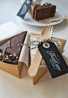 Kuchen in der Box … Cake in the box incl. Cake Boxes Packaging, Brownie Packaging, Baking Packaging, Dessert Packaging, Food Packaging Design, Chocolate Packaging, Coffee Packaging, Bottle Packaging, Cafe Food