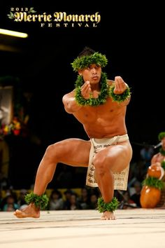 I love hula - especially Kahiko. How fun would it be to be in Hawaii during the Merrie Monarch Festival staying at Aston? Merrie Monarch Festival 2013 - Ke Kai O Kahiki (photo: Tom Kuali'i) Polynesian Men, Polynesian Dance, Polynesian Culture, Hawaiian Men, Hawaiian Dancers, Hawaiian People, Hawaii Hula, Aloha Hawaii, Hula Dancers