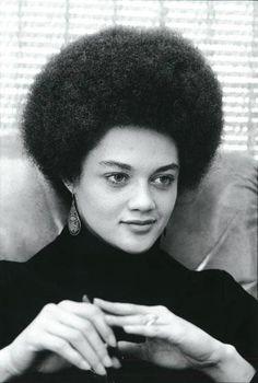 Kathleen Cleaver, Lic. Ex Pantera Negra. Ella era la mujer número 1 en la toma de decisiones del Partido Panteras Negras. Fue la esposa de Eldridge Cleaver (que en paz descanse) y actualmente se desempeña como profesora titular en la Universidad de Yale.