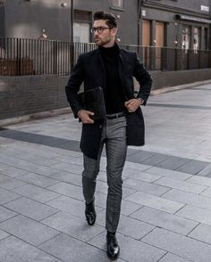If you are in the market for brand new men's fashion suits, there are a lot of things that you will want to keep in mind to choose the right suits for yourself. Below, we will be going over some of the key tips for buying the best men's fashion suits. Men's Business Outfits, Business Casual Men, Men Casual, Men's Business Fashion, Man Winter Style, Winter Formal Men, Smart Casual Men Winter, Man Winter Fashion, Casual Styles