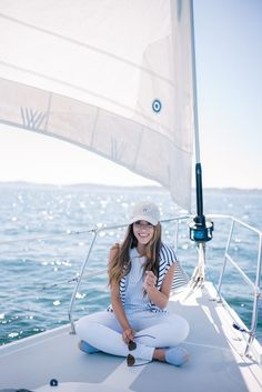 sunglasses outfit Gal Meets Glam Sail Away With Me - Gant Top, Amour Vert Striped Tee, Old Navy Jeans, Tuckernuck Hat, and Ray Ban Sunglasses Nautical Outfits, Nautical Fashion, Sailing Outfit, Boating Outfit, Sailing Jacket, Segel Outfit, Estilo Navy, Bootfahren Outfit, Outfit Posts