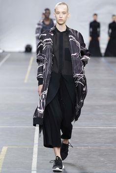 Y-3 Spring 2016 Menswear Fashion Show