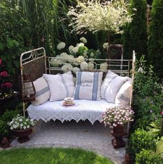 old-iron bed-garden-deco - Garten