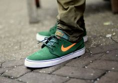 Nike Janoski, Gorge green/orange Casual Sneakers, Sneakers Fashion, Fashion Shoes, Mens Fashion, Skate Shoes, Nike Shoes, Sneakers Nike, Stefan Janoski Shoes, Nike Sb Janoski