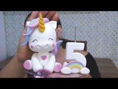 Tutorial Unicorn: the guide from - -How To Express Your Creativity Through Cake Decorating Fondant Figures, Bolo Da Minnie Mouse, Purple Drinks, Coconut Smoothie, Unicorn Cake Topper, Easy Smoothie Recipes, Cake Board, Cake Decorating Techniques, Unicorn Birthday Parties